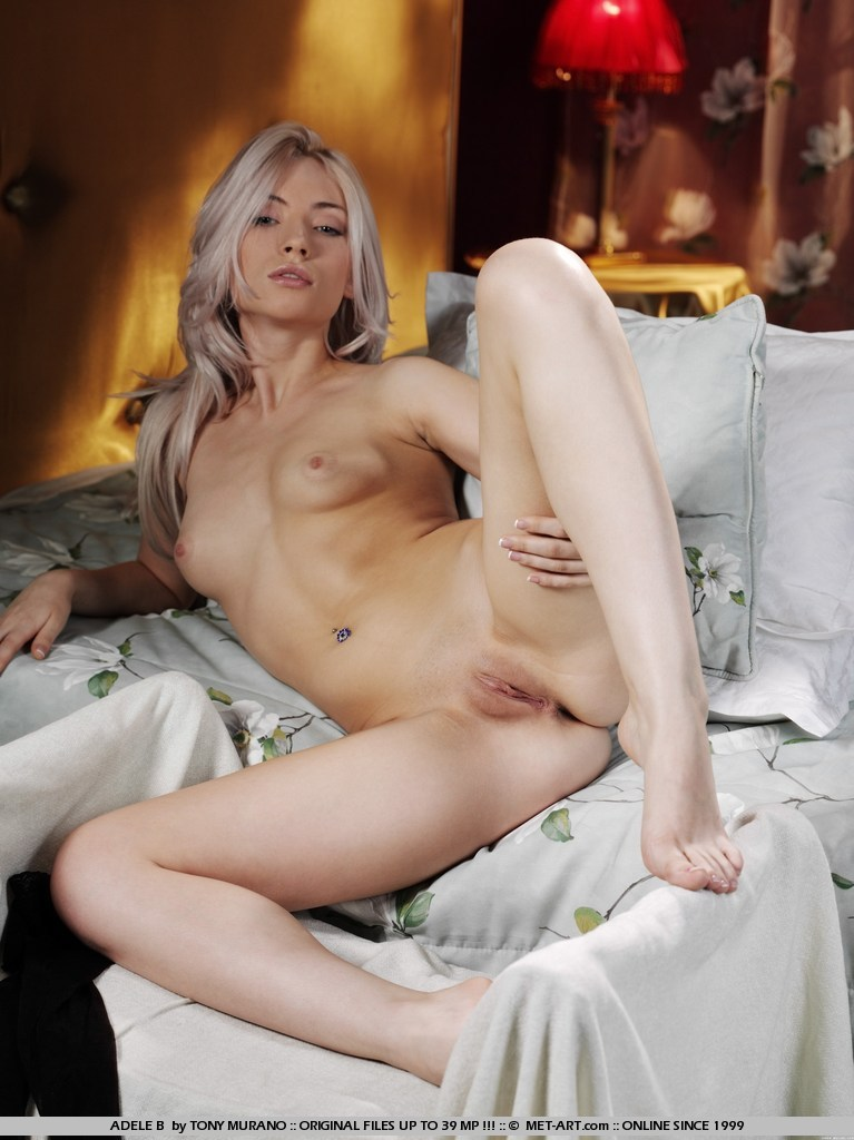 Секс на пляжі з блакитноокою блондинкою Leila