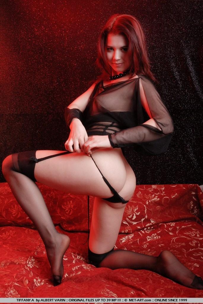 Tiffany готова показати як вона може мастурбувати