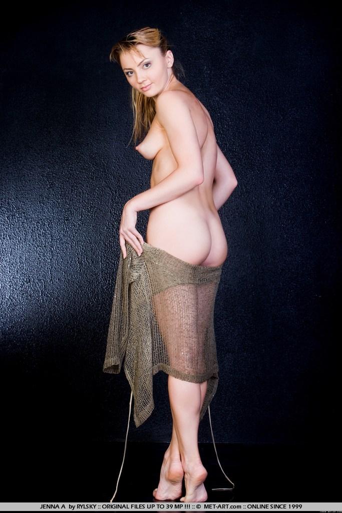 гола пухнаста дівчинка Різ